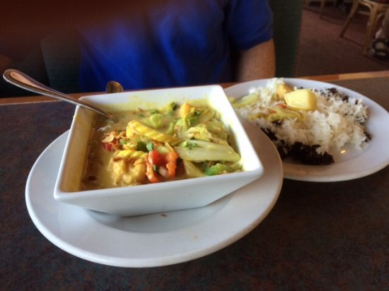 Montira's Thai Cuisine: Curry and vegetables