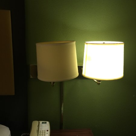 Extended Stay America - St. Louis - Westport - East Lackland Rd.: bulb that kept blinking
