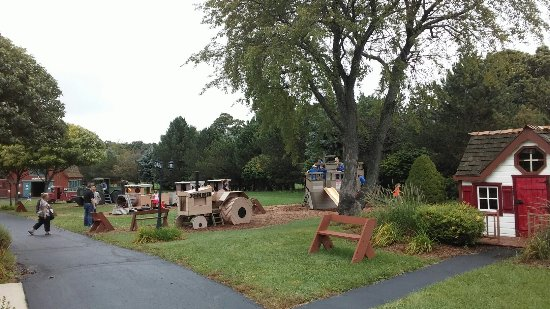 Harvard, IL: Royal oak farm orchard