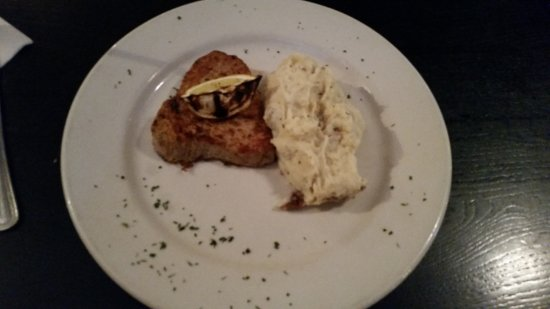 2520 Tavern: Tuna steak with mashed potatoes.