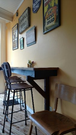 Vergennes, VT: Counter Dining Area