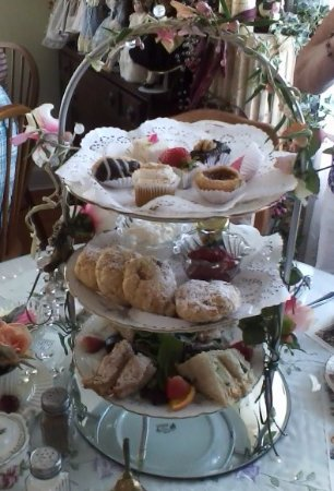 Wildwood, FL: 3-tiered Harrod's High Tea tray