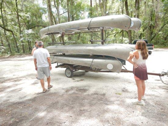 Live Oak, Flórida: Kanus in jeder Größe.