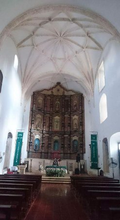 Convent de San Bernardino de Siena: hermoso altar de la capilla