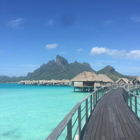Four Seasons Resort Bora Bora: Walking to our room