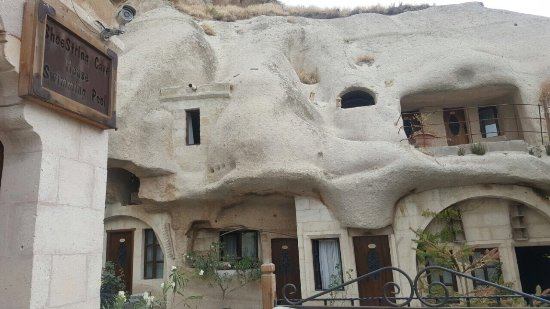 Shoe String Cave House: photo1.jpg