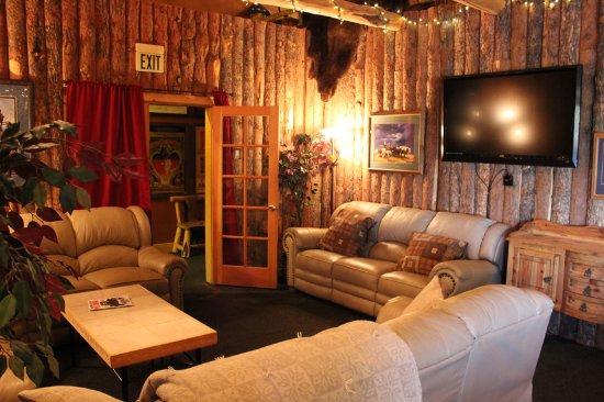 Centennial, WY: Lounge Area
