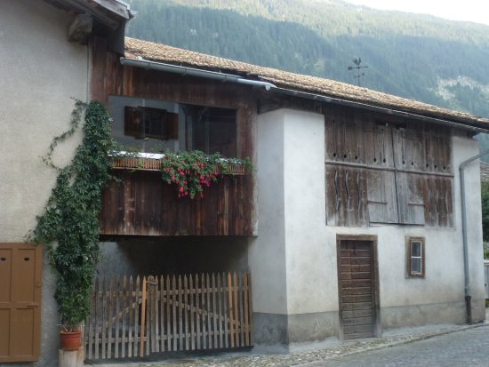 Andeer, Svizzera: A house in the village
