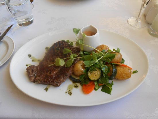 Thurnham, UK: Rib Eye steak New Potatoes and Greens