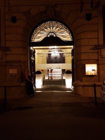 Hotel Palazzo Zichy: Attractive entanceway