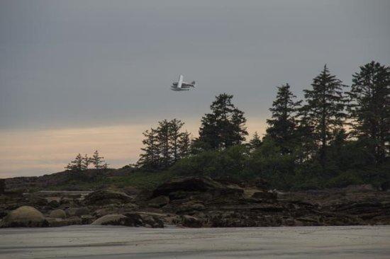 Air Nootka : Pilot Scott flying away after drop-off