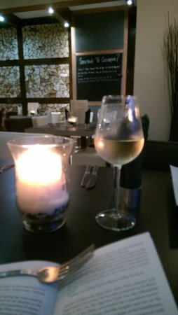 Long Eaton, UK: Warm night - chilled wine!
