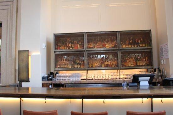 Bar at Lockbox 21c Lexington taken during breakfast Picture