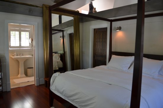 Skaneateles, NY: Full glass shower, laundry, bedroom in lofted space, closets