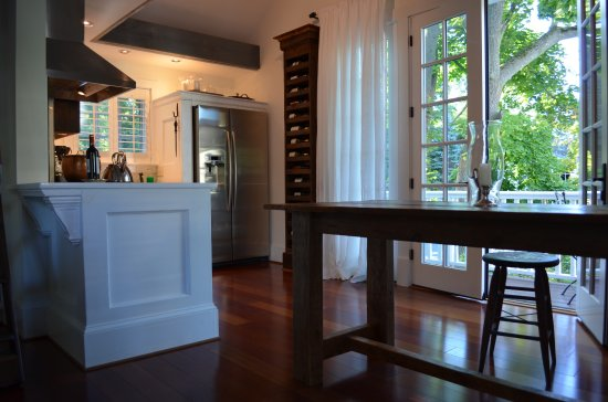 Skaneateles, NY: full kitchen with Viking gas stove