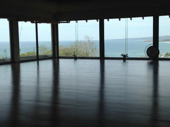 Blue Spirit: Huge yoga room and gathering space with ocean views