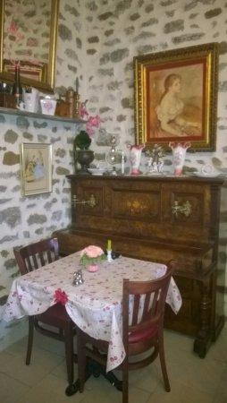 Ambrieres-les-Vallees, Francia: la table des amoureux
