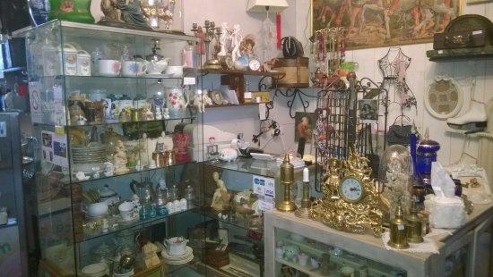 Ambrieres-les-Vallees, Francia: petits prix et des supers trouvailles