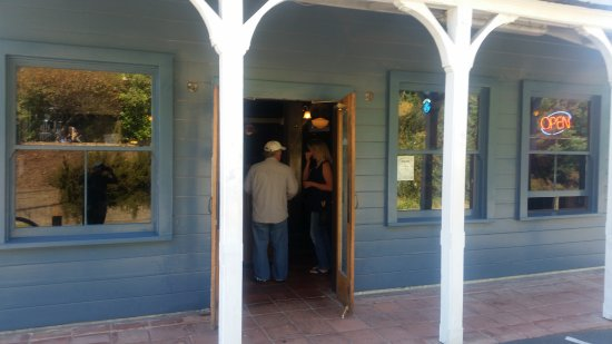 Olema Farm House: Restaurant entry