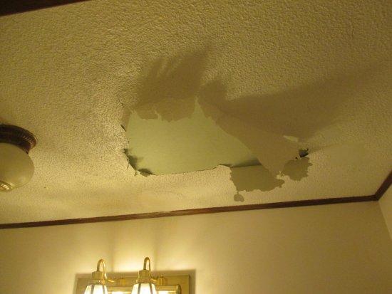 Northern Pine Inn: room needs work, ceiling falling apart