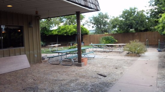Buffalo Gap, TX: Outdoor seating - love the arbor