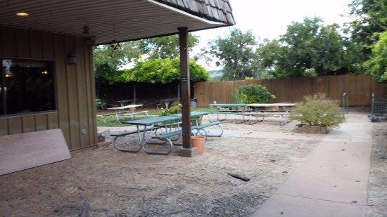 Buffalo Gap, Teksas: Outdoor seating - love the arbor