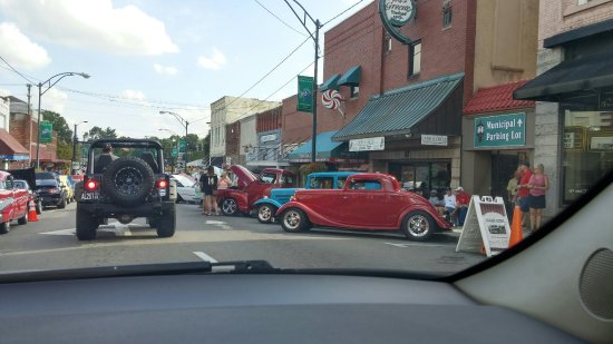 ‪‪Mount Airy‬, ‪North Carolina‬: Car show Downtown Mt. Airy, NC‬