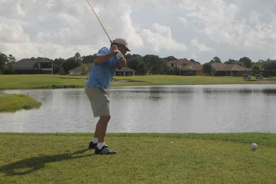 Palm Bay, FL: Dad teeing off to go over the water