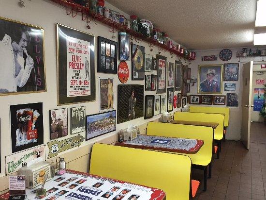 Marion, AR: Booths