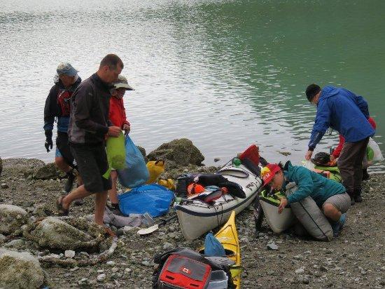 Πάουελ Ρίβερ, Καναδάς: Packing the boats for a day's paddle
