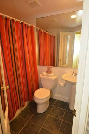 Ivy Mansion at Dupont Circle: Apt: bathroom is off of the bedroom