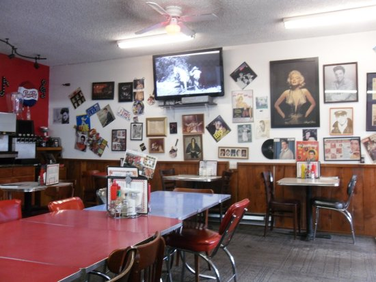 Keno, OR : An interior shot showcaes the rock and roll collectables!