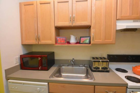 Ivy Mansion at Dupont Circle: Apt: Fully-equipped kitchen with microwave, toaster, dishwasher, pots and pans
