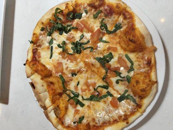 Culver City, كاليفورنيا: Beautiful salmon piccata and perhaps Margherita!