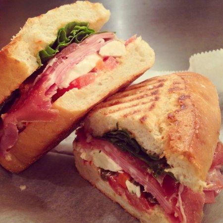 Elmwood Park, IL: Massa Italian Cafe & Gelateria
