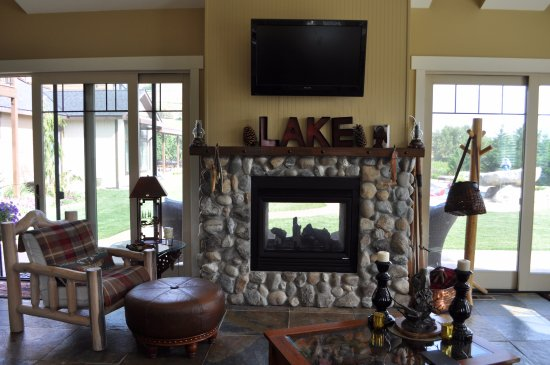Manson, WA: All guests have access to the pool house gathering area with kitchen, workout equipment, full ba