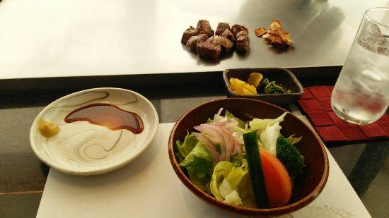 Steak Misono Kobe Main branch: 付け合わせのサラダ