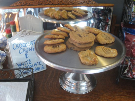 Abbeymoore Manor Bed and Breakfast Inn: Oh the cookies, oh so good, all day long.