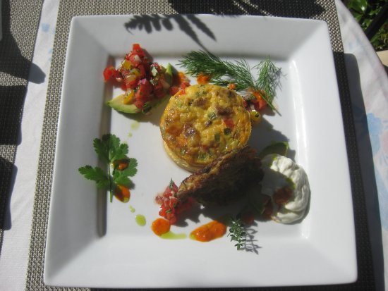Abbeymoore Manor Bed and Breakfast Inn: Our breakfast, different every day. Mmmm....