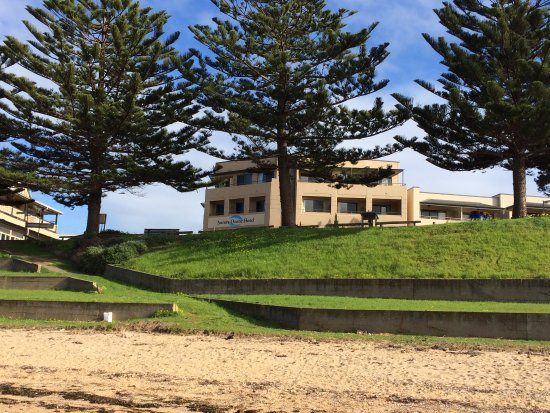 Kingscote, Australia: View of the Aurora Ozone Hotel from the adjacent beach - nice walk