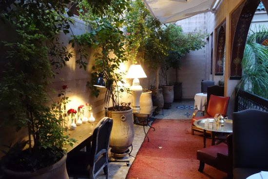 Riad Dar Anika: a way to the rooms