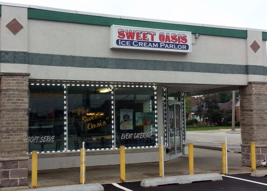 Norridge, IL: The front of The Sweet Oasis Ice Cream Parlor