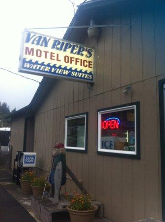 Van Riper's Resort: Office and shop