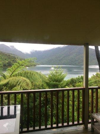 Endeavour Inlet, Nieuw-Zeeland: View from the room.