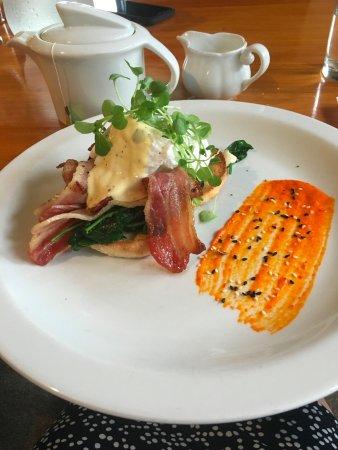Endeavour Inlet, Nieuw-Zeeland: breakfast - the food is wonderful