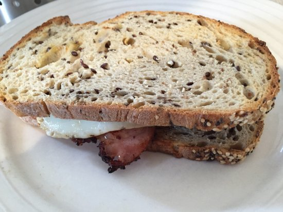 Sassafras, Australia: Bacon and eggs sandwich