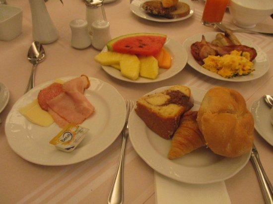 โรงแรมสเตฟานี: 朝食はビッフェ形式です.