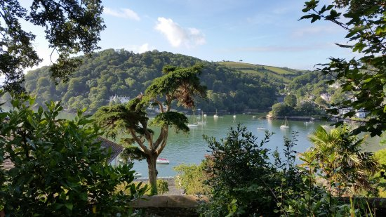 Kingswear, UK: Just walking to the car Yards from the house