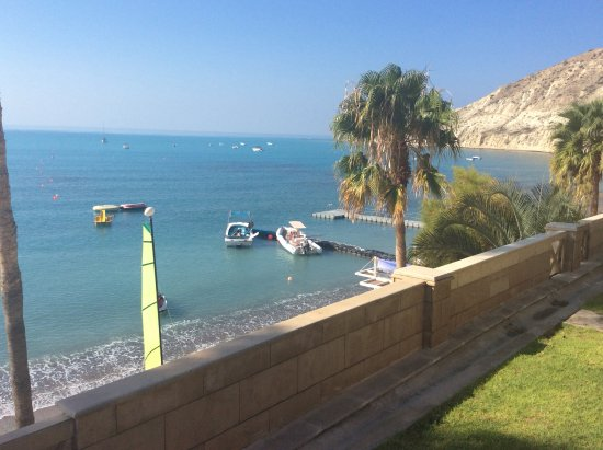 Columbia Beach Resort Pissouri: View from pool area of the bay and beach