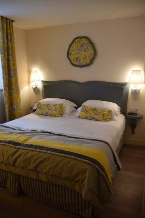 Cour-Cheverny, Francia: Mooie maar kleine kamer